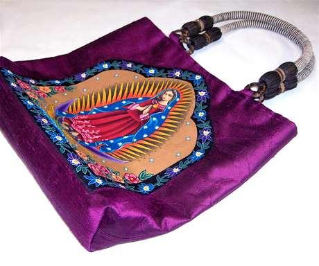 6.- Bolsa tote con diseño de la virgen.