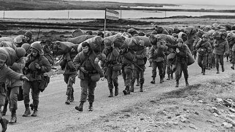 Soldados argentinos ocuparam as ilhas rapidamente, mas foram derrotados em 74 dias