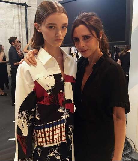 A modelo Peyton Knight ao lado de Victoria Beckham: magreza da modelo resultou em enxurrada de críticas
