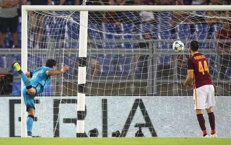 Suárez marcou o gol do Barcelona no empate em Roma