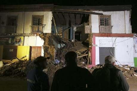 Construção destruída pelo terremoto na cidade de Illapel, ao norte de Santiago, no Chile.