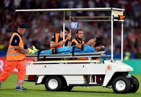 O meio-campista Rafinha Alcântara, que é filho do ex-jogador Mazinho, sofreu a grave lesão no joelho direito durante a partida Roma x Barcelona pela Champions