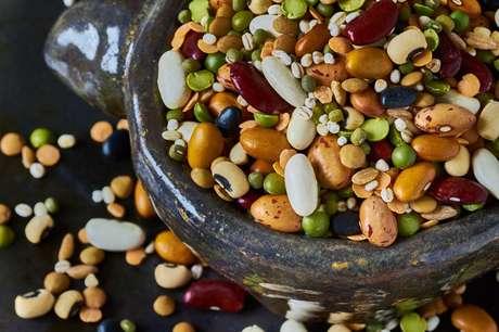 Lectinas, presentes nos feijões, ervilhas e lentilhas, não são processadas pelo sistema digestivo humano