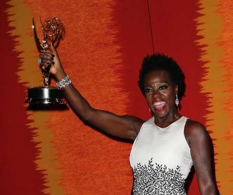 Viola Davis se tornou a primeira mulher negra a ganhar o Emmy na categoria melhor atriz de série dramática