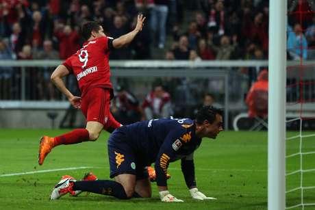 Lewandowski começou a partida no banco de reservas