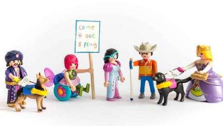 Juntamente com outras duas mães, Rebecca Atkinson criou a campanha #ToyLikeMe (Crédito: Beth Moseley Photography | #ToyLikeMe)