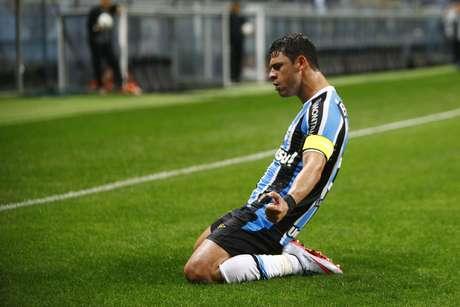 Giuliano foi mais uma vez o nome do jogo, com dois gols marcados