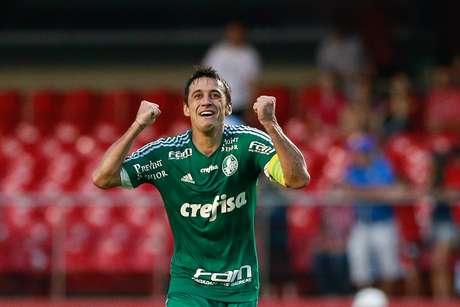Gol de cobertura de Robinho sobre Ceni (de novo) mantém Palmeiras no G-4