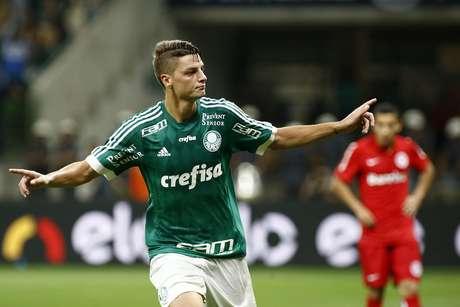 Andrei Girotto desempatou a favor do Palmeiras, um minuto após o gol do Inter
