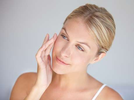 Hidratante, tônico e protetor solar garantem o viço da pele.