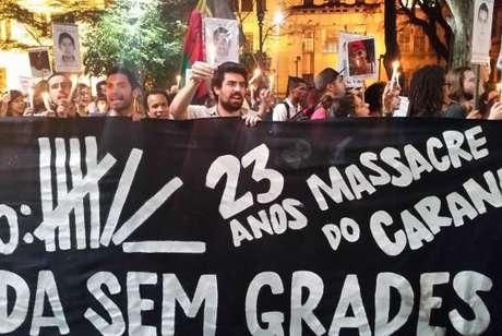 Os 23 anos do Massacre do Carandiru foram lembrados por uma manifestação que percorreu locais simbólicos da capital paulista