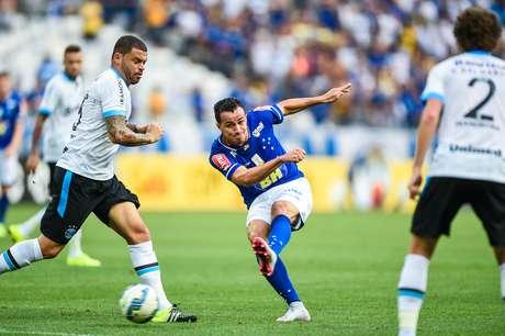 Leandro Damião teve boas chances de gol no primeiro tempo