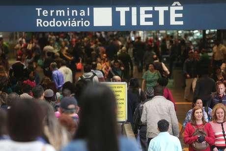 A previsão indica 134 mil pessoas deixando São Paulo de ônibus entre os dias 14 e 15 de junho.