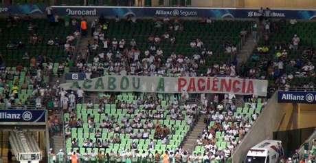 Torcida organizada do Palmeiras protestou contra os valores altos cobrados pelo clube desde a mudança para o Allianz Parque
