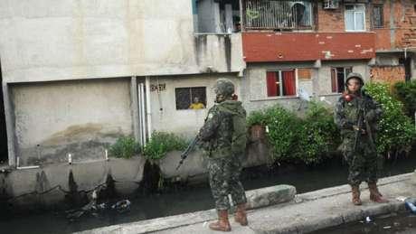 Complexo da Maré sofre com violência do tráfico e ficou mais de um ano ocupada pelo Exército