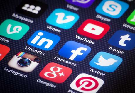 Para 77% dos brasileiros, o relacionamento direto com varejo por meio das redes sociais tem influência na decisão de compra