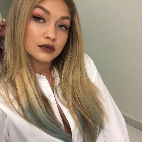 A modelo Gigi Hadid usou um tom mais claro e matte