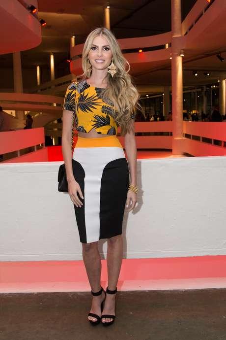 Exibindo corpo de modelo, Bárbara Evans marca presença no SPFW desta quinta-feira (22)