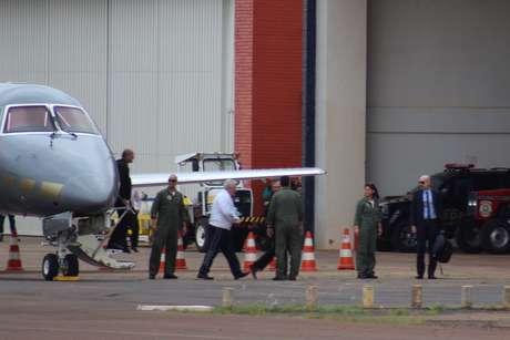 Henrique Pizzolato desembarca em Brasília para exames no IML e cumprir sua pena no Complexo da Papuda.