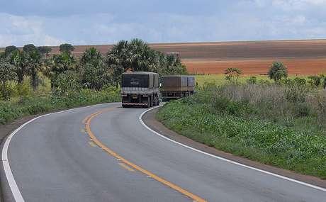 Caminhoneiros percorrem estradas levando sua mensagem