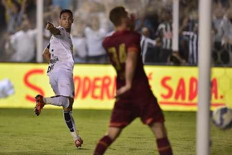 Ricardo Oliveira fez mais dois gols em fácil vitória do Santos