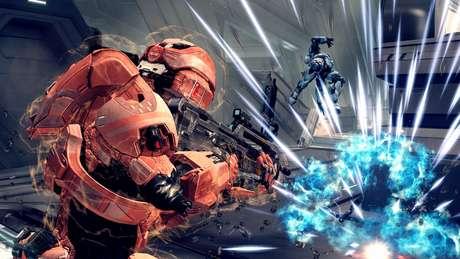 """O sistema de escudos e vida """"recarregáveis"""" presente em diversos jogos de tiro atuais foi introduzido nos primeiros Halos"""