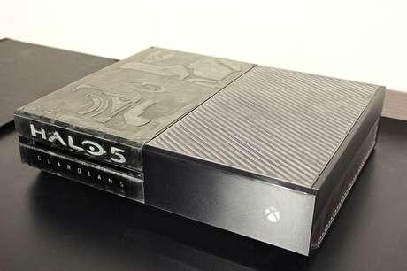 A Microsoft não foi a única a lançar uma versão personalizada do Xbox One baseada no novo Halo 5