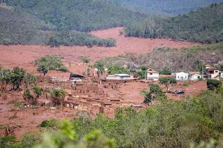Em termos de distância percorrida pelos rejeitos de mineração, a lama vazada da Samarco quebra outro recorde. São 600 quilômetros (km) de trajeto seguidos pelo material, até o momento