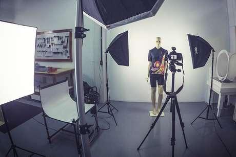 Estúdio para fotografia e cadastro dos produtos, na sede da empresa, em Rio do Sul (SC)