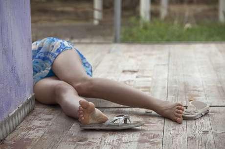 Homicídios de mulheres voltaram a crescer um ano depois de entrada em vigor da Lei Maria da Penha