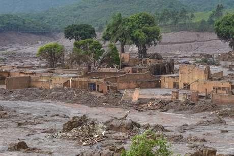 Distritos de Bento Rodrigues e Paracatu de Baixo, em Mariana, foram completamente destruídos