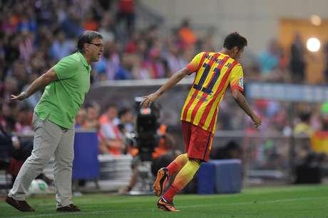 Quanto neymar recebe no barcelona por mes