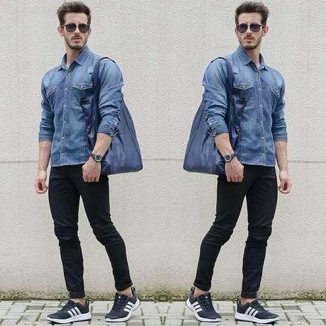 O fashionista Rodrigo Perek investe na tendência da camisa jeans