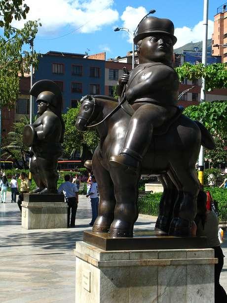 Uno de los pájaros de bronce de Botero dela Plaza de San Antonio sufrió un atentado de las FARC en 1995.