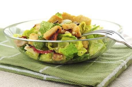 Ingiere alimentos bajos en grasa.