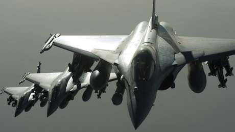 """Após os ataques, a França voltou a bombardear áreas controladas pelo """"Estado Istâmico"""" na Síria"""