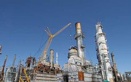 A compra pela Petrobras da refinaria de petróleo em Pasadena, Texas (EUA), em 2006, é investigada por superfaturamento, à época, e evasão de divisas.