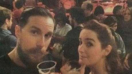 Gilles Leclerc e a namorada Marianne postaram esta foto pouco mais de uma hora antes do francês ser baleado