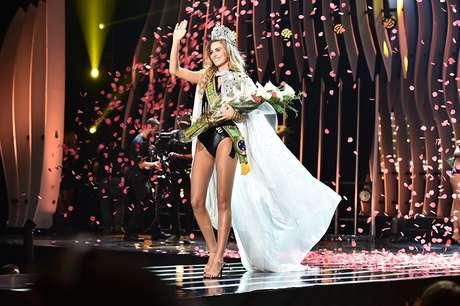 A Miss Brasil 2015 foi coroada na noite de 18 de novembro.
