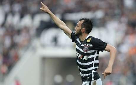Edu Dracena comemora terceiro gol do Corinthians
