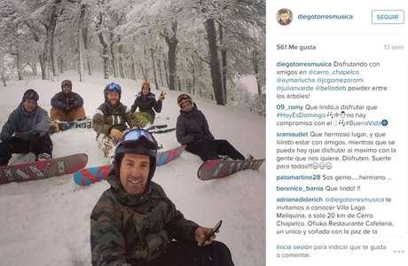 En el Cerro Chapelco, Argentina, haciendo snowboarding con los amigos.