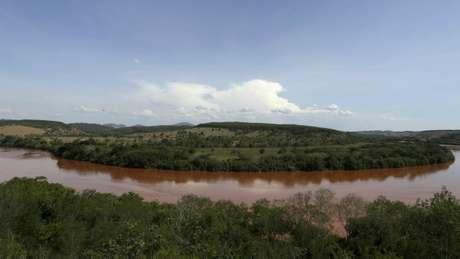 Para especialista, chuvas ajudarão a dissipar lama do rio Doce