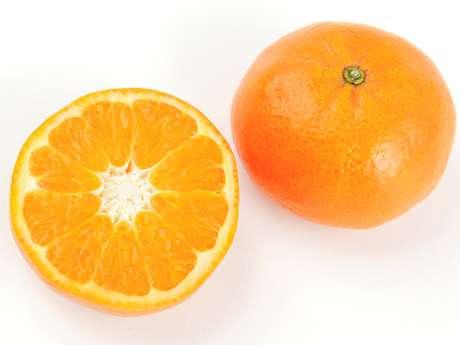 Una mandarina contiene el 43 por ciento de la necesidad diaria de vitamina C de un cuerpo adulto.