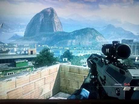 A disposição do Rio de Janeiro não faz jus à realidade, mas de maneira geral, a ambientação visual da comunidade aparece bem representada em Call of Duty: Modern Warfare 2