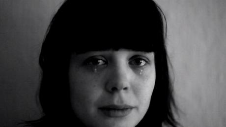 Artista acredita que se filmar chorando é uma forma de tirar a dor do peito