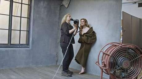 A modelo Natalia Vodianova nos bastidores do ensaio
