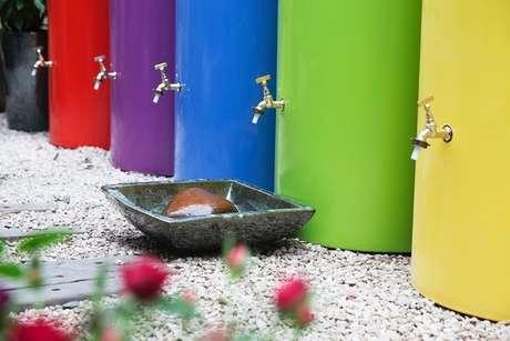 Modelo colorido de coletor de água pluvial