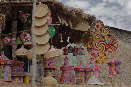O artesanato e o trabalho de artistas locais valoriza a cultura