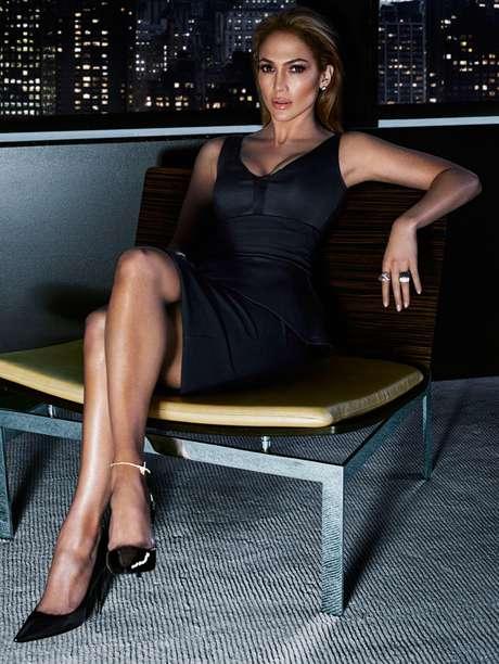 J.Lo fotografou com um vestido preto