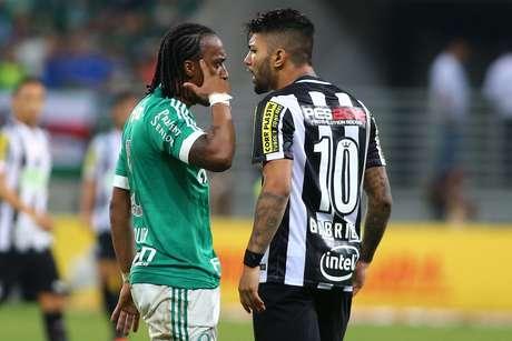 Arouca se desentendeu com Gabigol durante a partida no Allianz Parque